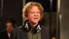 Mick Hucknall chats to Jo Whiley
