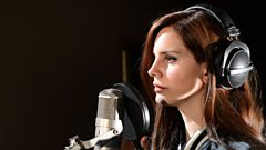 Lana Del Rey chats with Jo Whiley