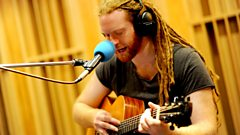 Newton Faulkner interview with Fearne Cotton