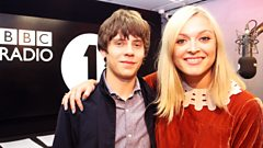 Jake Bugg chats to Fearne Cotton