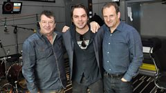 Gaz Coombes swings by for a chat