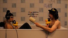 Dappy joins Tom in the bath…