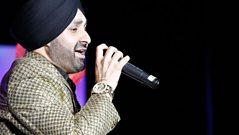 Sukhshinder Shinda performs at the UK Asian Music Awards