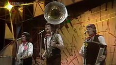 The Wurzels - Combine Harvester, ToTP #1. 10/06/1976