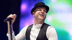 Olly Murs plays Lonely This Christmas