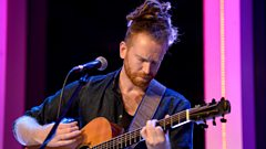 Newton Faulkner - Merry Christmas Everybody (The Quay Sessions)