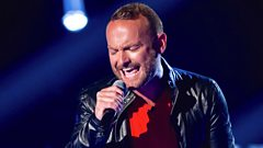 Kevin Simm performs 'Chandelier'