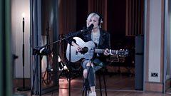 Pop: Nina Nesbitt - 'Masquerade'