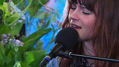 Gabrielle Aplin - Yellow (Glastonbury 2016)