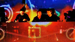 Image for Swedish House Mafia sit in for Pete