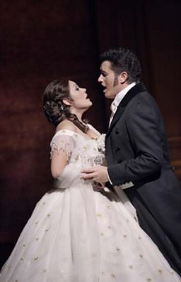 Ailyn Pérez As Violetta and Piotr Beczala as Alfredo