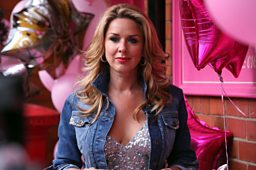 AMANDA	played by Claire Sweeney