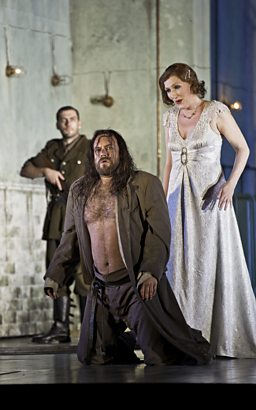 Johan Reuter as Jokanaan & Angela Denoke as Salome (background: Nicolas Courjal as First Soldier)