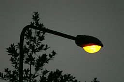 Is it right to turn street lights off at night?