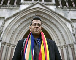 Picture Shows: Simon Singh at the High court, London
