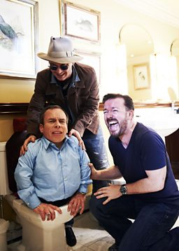 Photo: Ricky Gervais, Warwick Davis, Johnny Depp