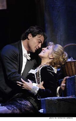 Vittorio Grigolo as Faust and Angela Gheorghiu as Marguerite