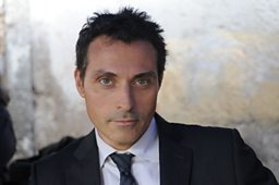 Rufus Sewell: playing Aurelio Zen