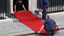 Roll out the red carpet 隆重欢迎