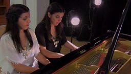 Twin pianists 孪生姐妹四手联弹