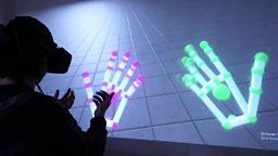 Hands-free virtual reality 虚拟现实解放双手