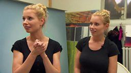 Identical twins, identical art 双胞胎画家的默契