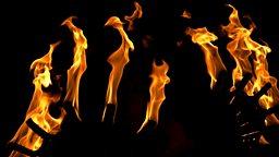 Fan the flames 煽风点火