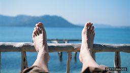 Get itchy feet 渴望旅行,想经历不同的事