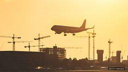 London City first in UK to get remote air traffic control 英国首个远程空中交通管制系统