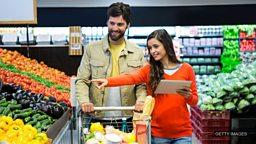 英国超市里的货品标签和促销标语