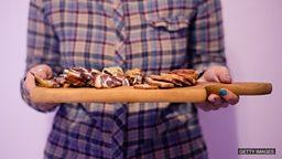 Bring home the bacon 养家糊口