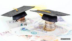 Overseas students 'add £20bn' to UK  economy 海外学生每年为英国经济注入200亿英镑
