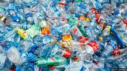 Companies commit to cutting plastic  pollution 英国塑料协定:多家公司共同承诺减少污染