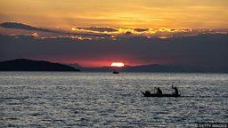 Fishermen fear oil drilling in African lake 渔民担心石油开采对非洲湖泊的影响
