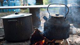 The pot calling the kettle black 五十步笑百步