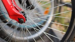 "Cycling for the elderly  伦敦老年人 ""并肩骑车"" 服务"