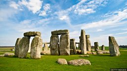 Stonehenge wants your photos 在英国遗迹巨石阵前拍下的回忆