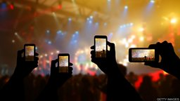 Are smartphones killing cameras? 手机拍照的流行对传统相机市场的影响