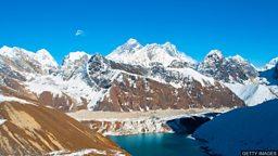 Warming threatens Himalayan glaciers 气候变暖给喜马拉雅冰川带来威胁