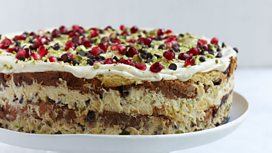 Cook the perfect...Italian Christmas Pudding Cake with Nigella Lawson