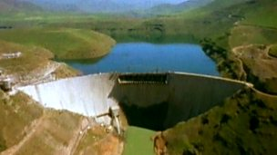 What are the advantages and disadvantages of dams?