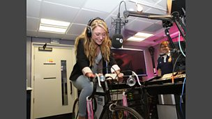 Laura Trott on the DJ Bike!