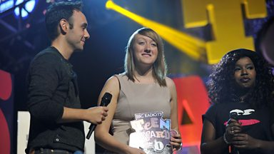 Image for Jenna receives her Teen Hero Award