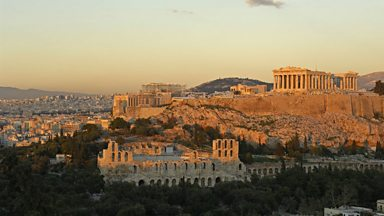 Image for Record tourist numbers boost the Greek economy.