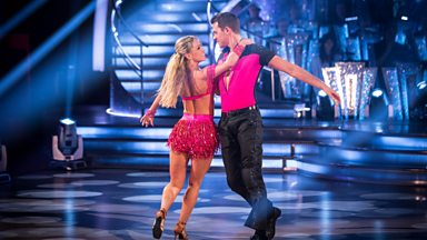 Image for Ashley Taylor Dawson & Ola Jordan dance the Cha Cha to 'What Makes You Beautiful'