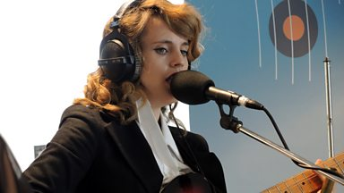 Image for Anna Calvi speaks to Lauren Laverne