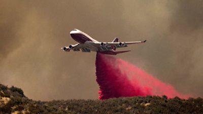 Plane tackling fires