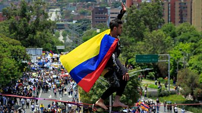 Tightrope walker protest in Colombia