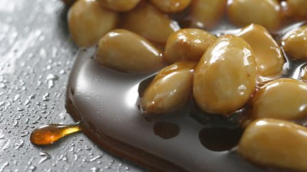 How to make caramel and praline