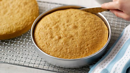 Removing cakes from a cake tin